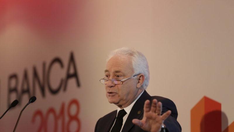 """""""Corremos o risco de a zona euro quebrar"""", afirma governador do Banco de Portugal"""