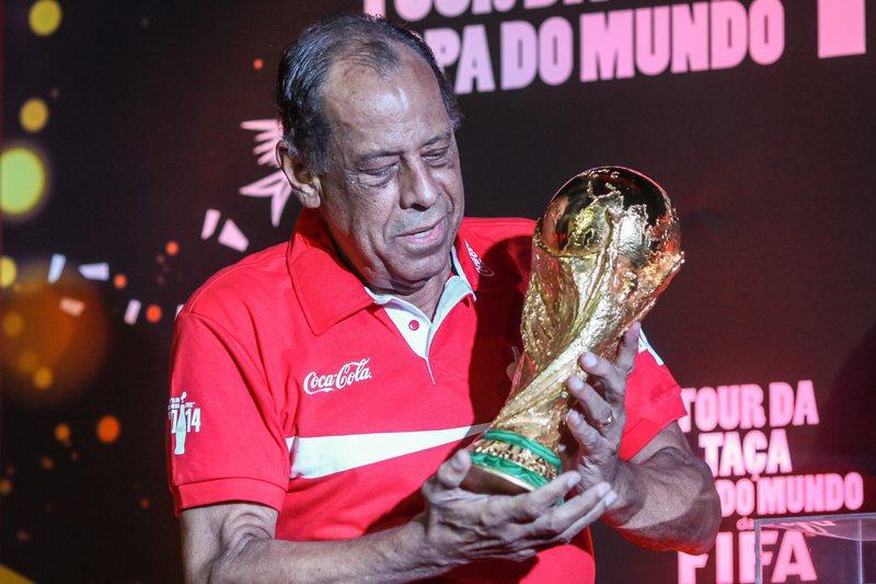 Morreu Carlos Alberto Torres, capitão do Brasil no México70