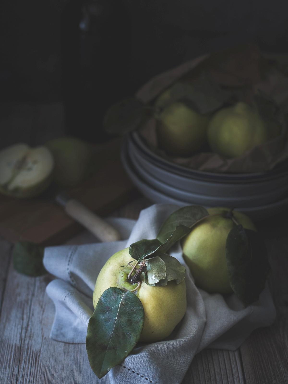Marmelos assados com vinho do Porto e crumble de avelã