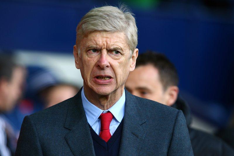 Wenger em risco de castigo por ter empurrado o árbitro