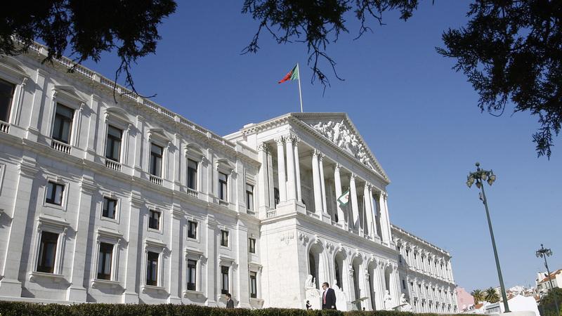 Parlamento enviou na quinta-feira ao Ministério Público relatório dos grandes devedores