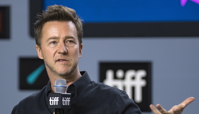 """Edward Norton """"contra"""" Spielberg na controvérsia Netflix: cinemas é que estão a destruir os filmes"""