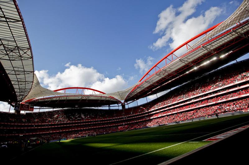 Sábado garante que Benfica já queria influenciar arbitragem, políticos e media em 2012