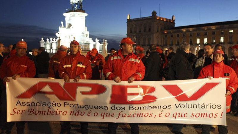 """Incêndios: Bombeiros voluntários consideram """"desrespeito"""" falta de pagamento de setembro"""