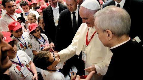 """Papa: """"Dói-me o coração quando vejo horários nas paróquias"""""""