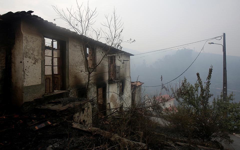Incêndios: Marcelo lamenta atraso na recuperação de casas ardidas