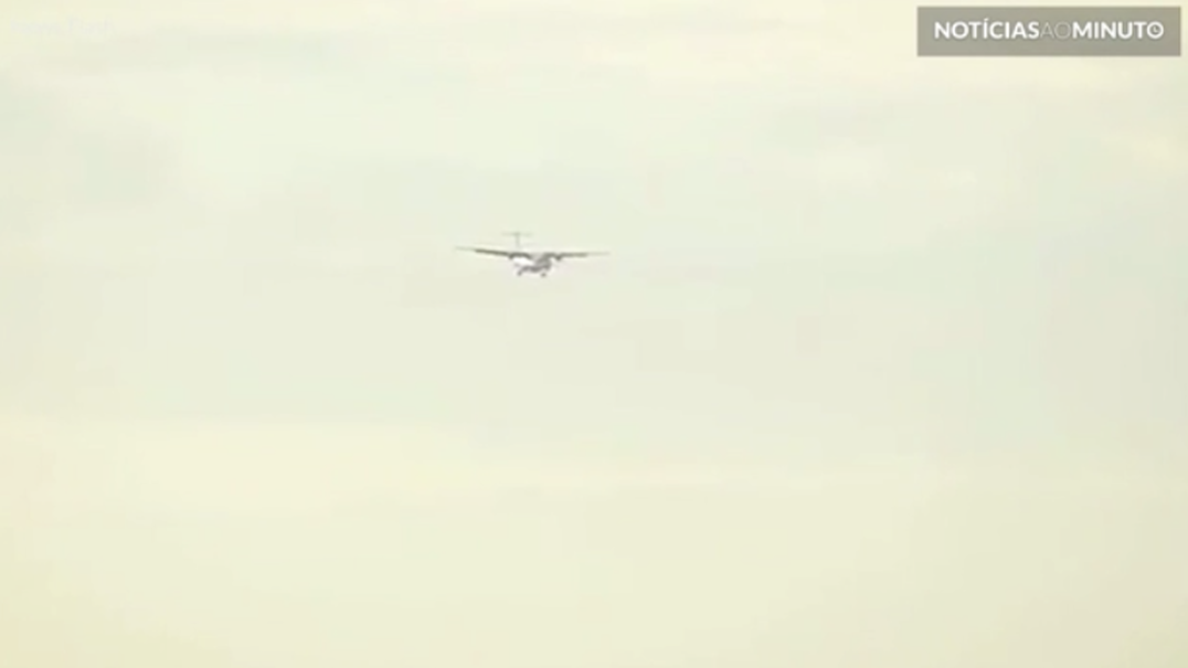 Avião faz aterragem de tirar o fôlego durante uma forte ventania