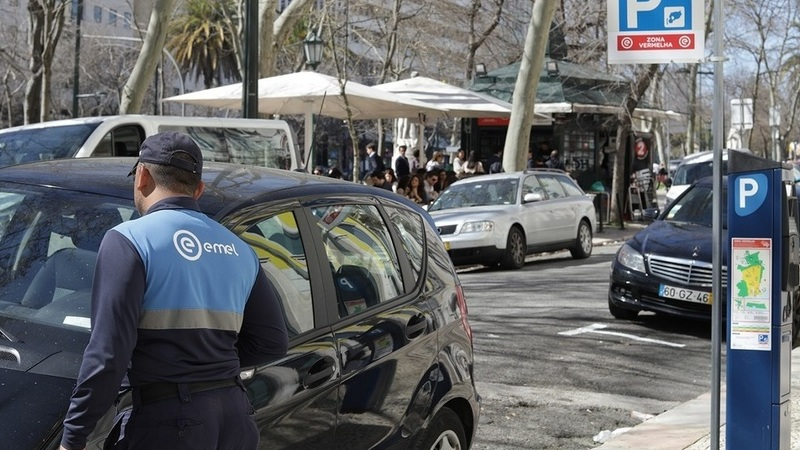 """Lisboa vai ter zonas """"castanha"""" e """"preta"""". Estacionar custará até 3€/hora"""