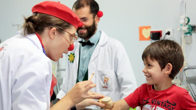 Doutores-Palhaços continuam a chegar às crianças, mas agora através da TV