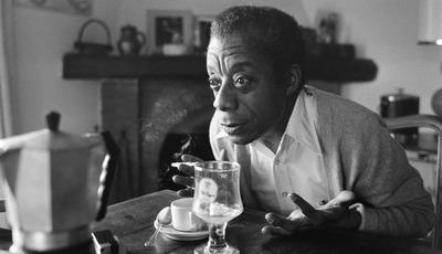 """""""Se o Disseres na Montanha"""": romance de estreia de James Baldwin chega a Portugal 65 anos depois de escrito"""