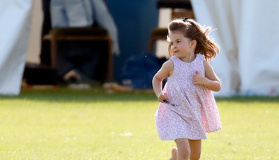 Quando é que a princesa Charlotte vai receber um título de realeza?