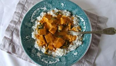 Caril de tofu e espinafres