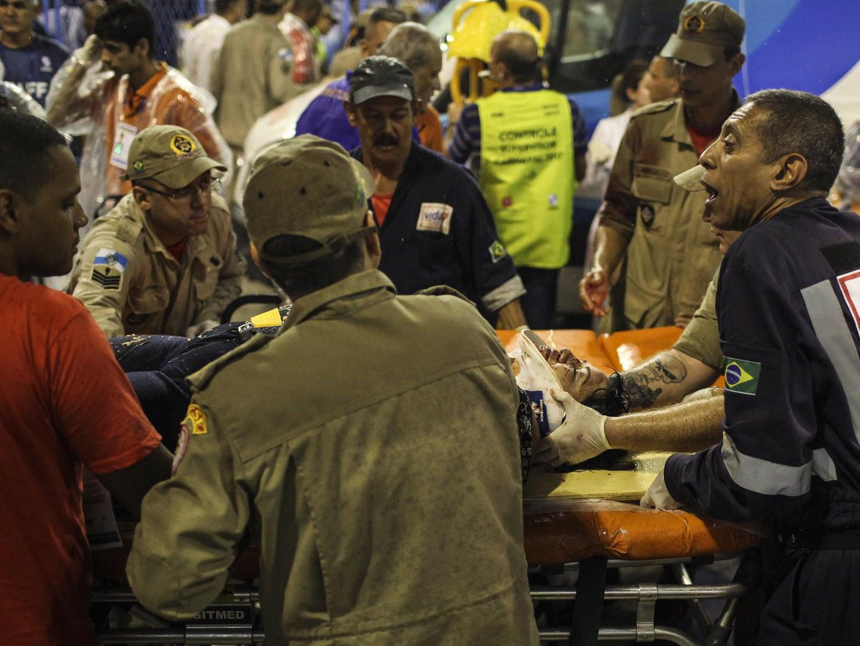 Acidente mancha abertura do Carnaval do Rio. Carro alegórico perde controlo e faz 20 feridos