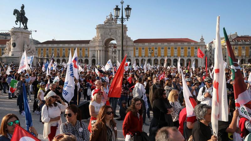 """Professores ameaçam fazer greve às avaliações se """"decreto do roubo"""" não for alterado"""