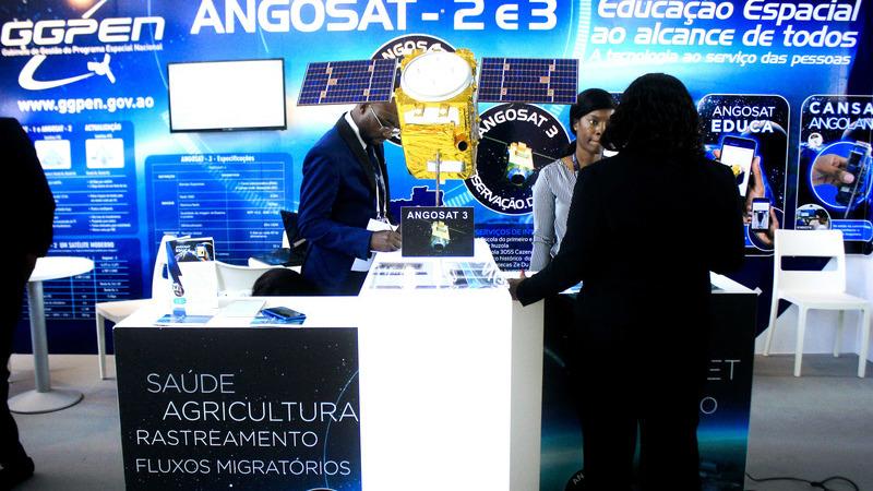 """Jovens vão lançar 10 """"pico-satélites"""" para dar início à tecnologia espacial em Angola"""
