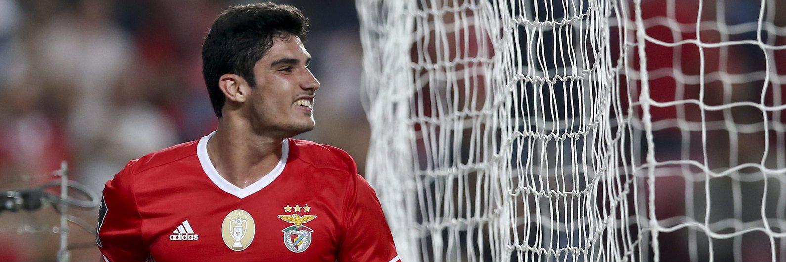 Benfica goleia e coloca pressão sobre Sporting e FC Porto