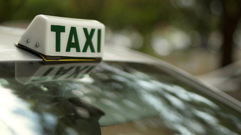 PSP detém cinco taxistas no aeroporto de Lisboa por especulação nos preços
