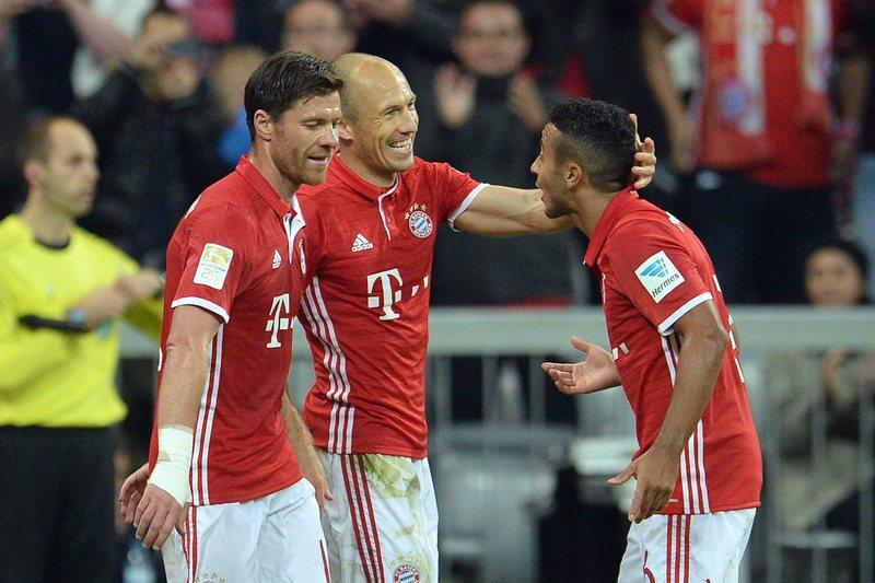 Thiago Alcântara renova com Bayern Munique