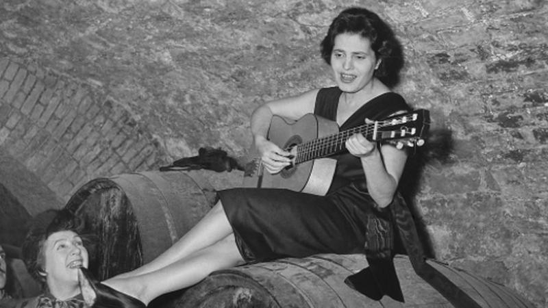 """Amar Amália"": 45 fotografias para recordar a fadista"