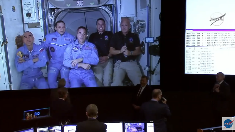 Crew Dragon: missão histórica concluída com sucesso com a chegada dos astronautas à Estação Espacial