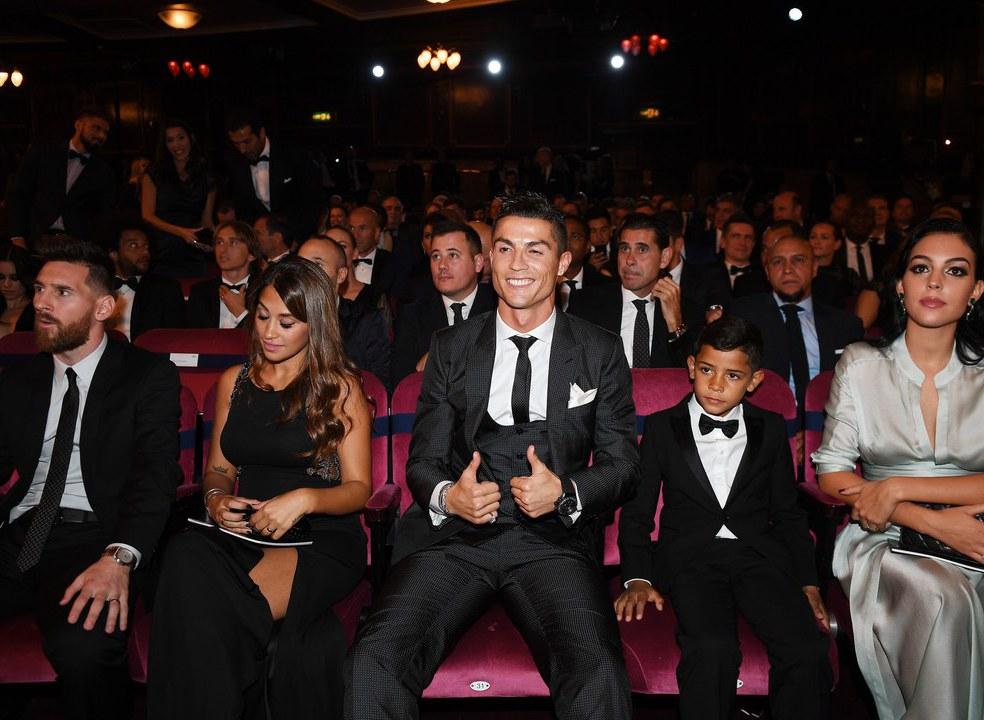 Simply The Best. Ronaldo é o Melhor Jogador de 2017 e iguala Messi em ´Bolas de Ouro`
