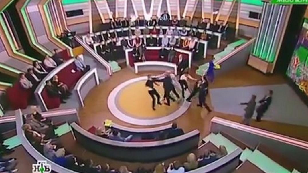 Polónia: Debate televisivo em direto acaba com agressões entre jornalistas
