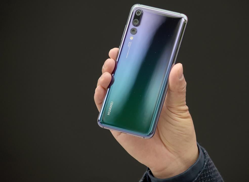 No duelo entre a Apple e a Samsung, é a Huawei que está com o pé no acelerador