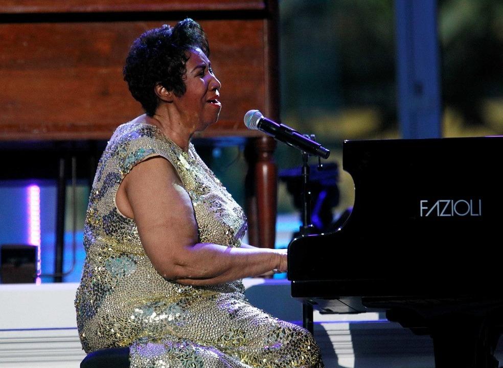 Aretha Franklin morreu no mesmo dia de Elvis Presley