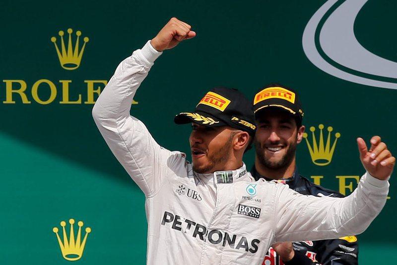 Hamilton quer mais mulheres no 'paddock', Alonso pede motores iguais para todos