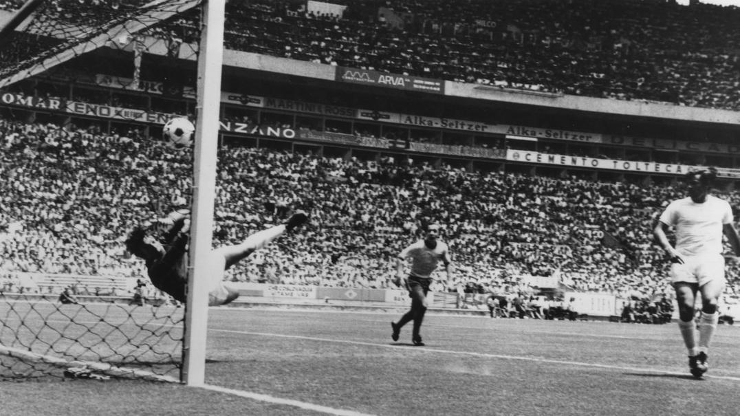 "A ""defesa do século"" que negou o golo a Pelé e imortalizou Gordon Banks"