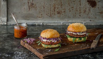 Suíça: hambúrgueres de insetos chegaram aos supermercados