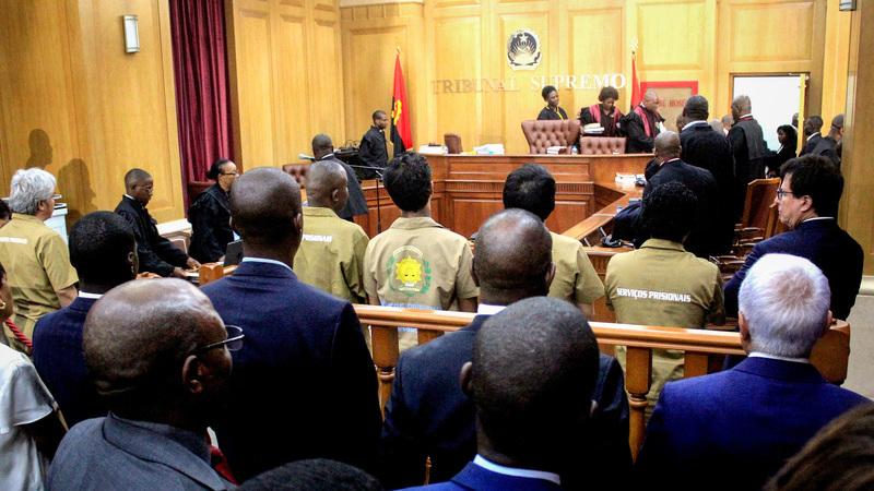 Tailandês julgado em Angola diz que cheque de 50 mil milhões de dólares que apresentou ao Governo é verdadeiro