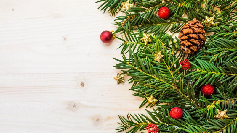 Tem falta de espaço na sua casa para a árvore de Natal? Veja estas sugestões