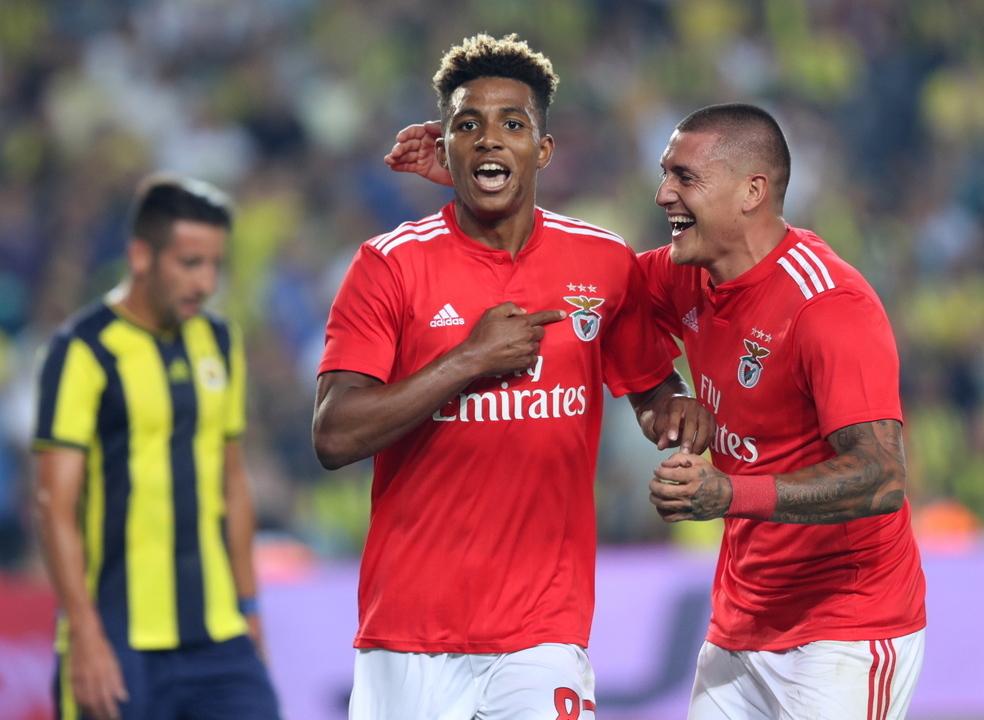 """'Motor' Gedson carrega o Benfica para o """"play-off"""" da Champions"""