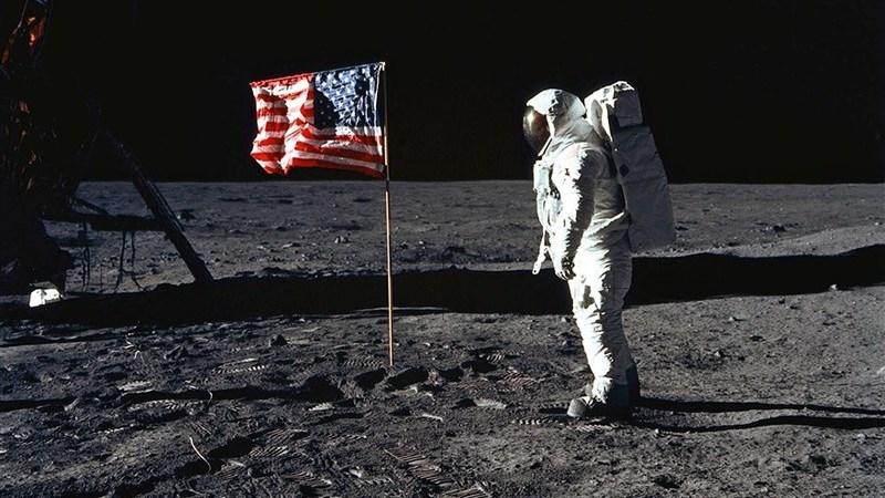 Os chineses têm provas de que os americanos nunca aterraram na Lua?