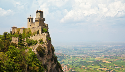E se fosse ver castelos nas próximas férias? Há por aí muitos que merecem uma visita