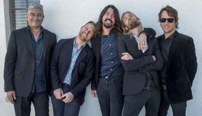 """Foo Fighters anunciam novo disco e colaboração com a """"maior estrela da música pop"""""""