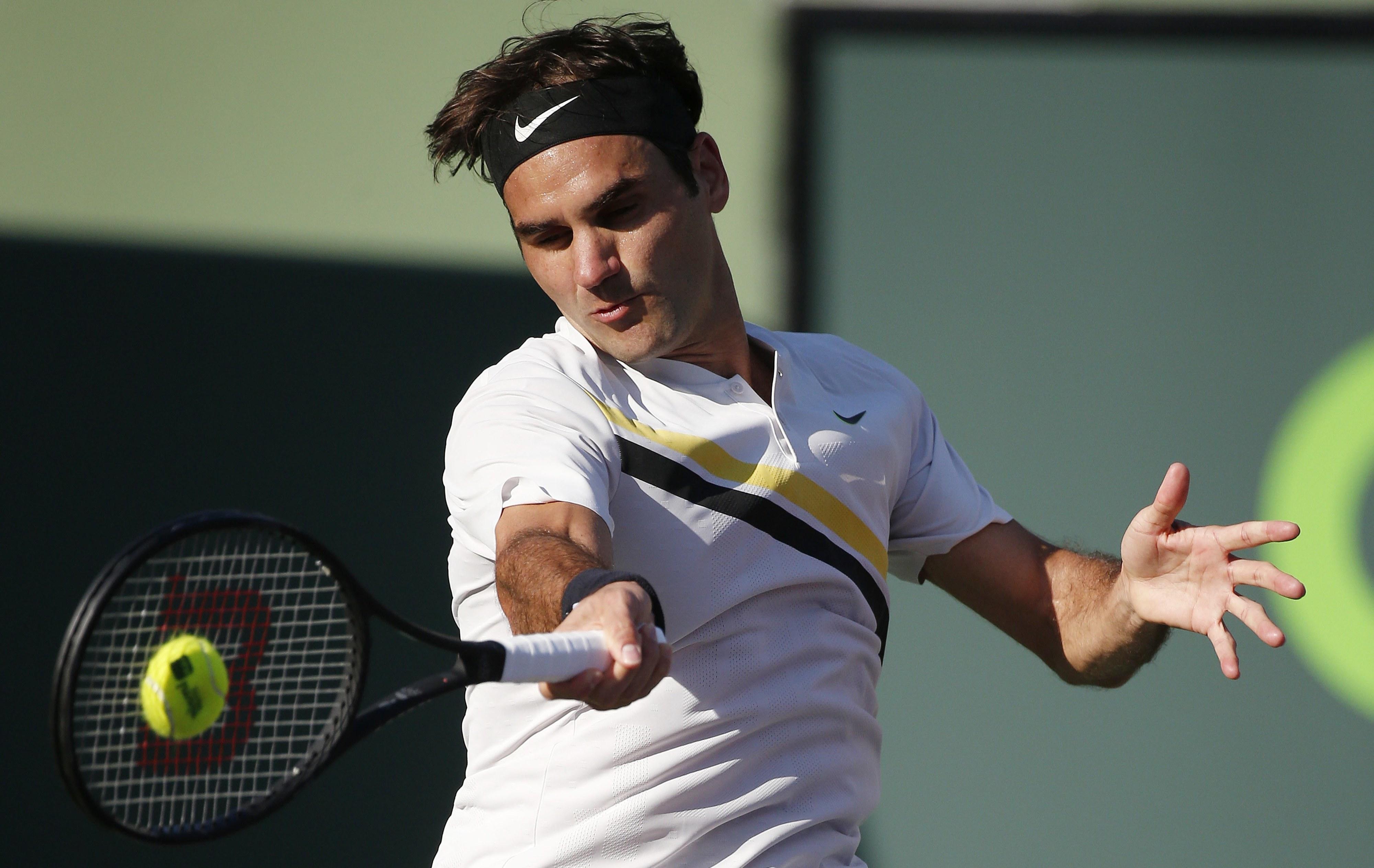 Federer salva dois 'match points' com Paire e segue para os 'quartos' em Halle