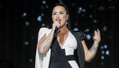 """Demi Lovato fez 26 anos: """"Poderia ter sido um dos piores dias da minha vida"""", diz irmã"""