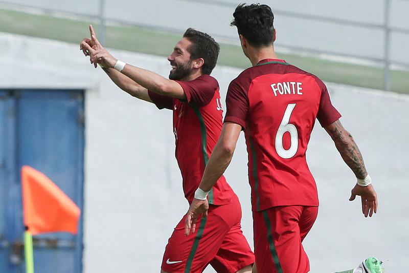 Moutinho chega aos 100 jogos por Portugal