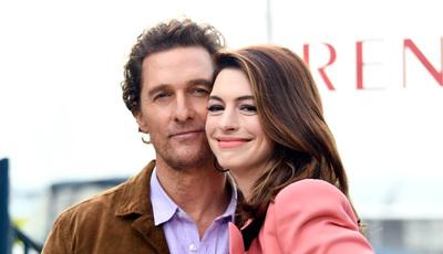 Imitações de Matthew McConaughey há muitas. Anne Hathaway faz uma das melhores