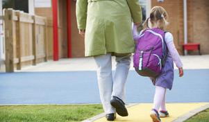 Os problemas de levar os miúdos à escola de fato de treino ou pijama