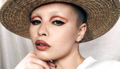 Diga adeus ao cat eye, porque o eyeliner agora usa-se de uma forma completamente diferente