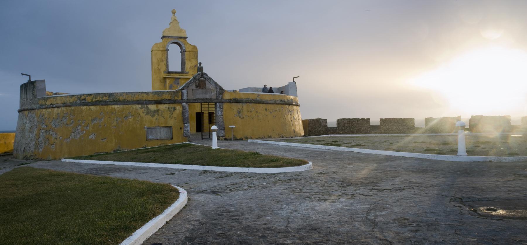"""Peniche: a """"chave do reino"""" por mar. A história das muralhas que nos protegeram dos invasores"""