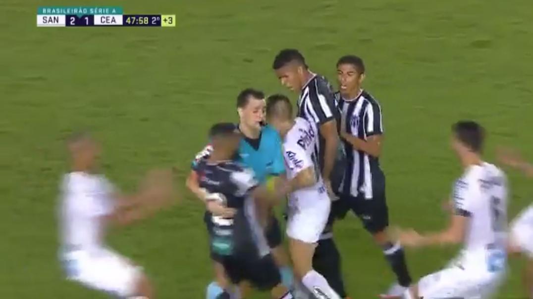 Jogadores do Ceará não gostaram das fintas do novo menino bonito do Santos