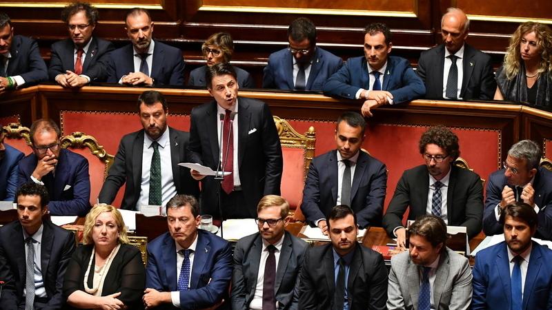 """Primeiro-ministro italiano anuncia a demissão e acusa Salvini de """"irresponsabilidade"""""""
