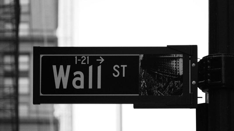 Confusão na Casa Branca pesa sobre Wall Street