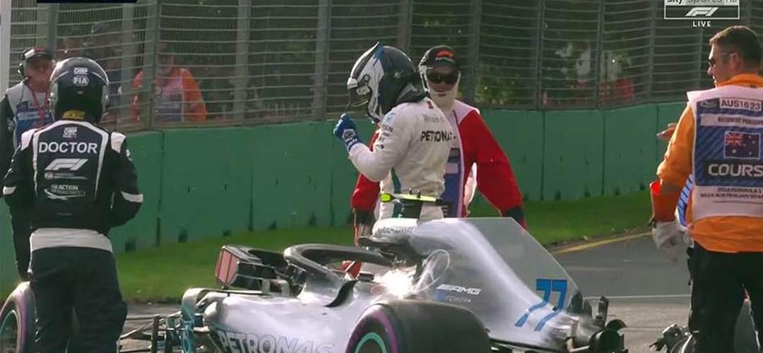 GP Austrália F1: Um na pole, outro na parede…