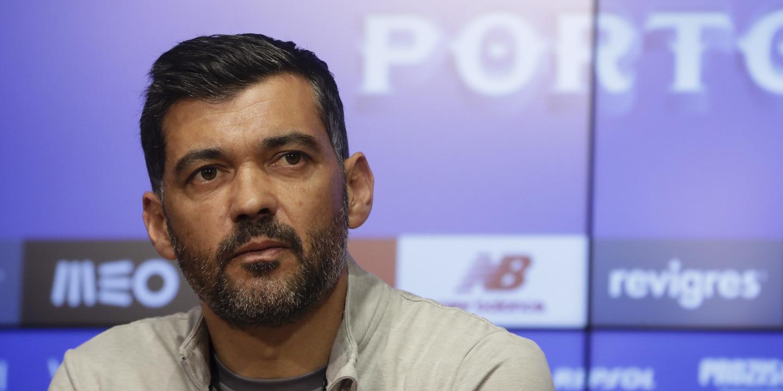 """Conceição: """"Se falasse do futebol, teria dito que os árbitros erraram de forma premeditada"""" no clássico"""