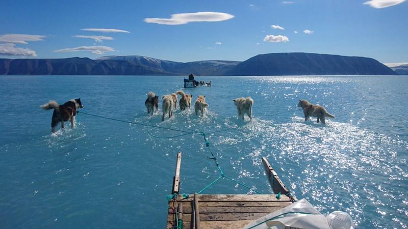 A Gronelândia...ou um enorme lago de água gelada?